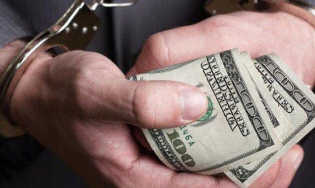 Сотрудник столичного частного ВУЗа требовал взятку за выдачу иностранцам приглашений на обучение