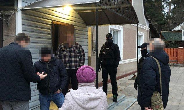 ГБР провело обыски у подозреваемых в организации незаконной вырубки леса на Киевщине (фото)