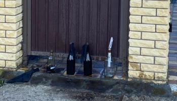 """У дома главы КП """"Киевблагоустройство"""" неизвестные оставили несколько """"коктейлей Молотова"""""""