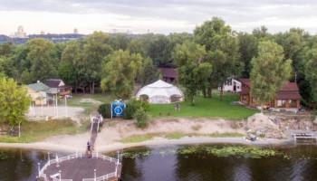 Киевсовет передал в аренду почти 3 га земли на Трухановом острове под обслуживание водно-спортивной базы
