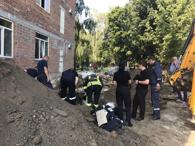 В итоге обвала грунта настройке вГолосеевском районе умер человек
