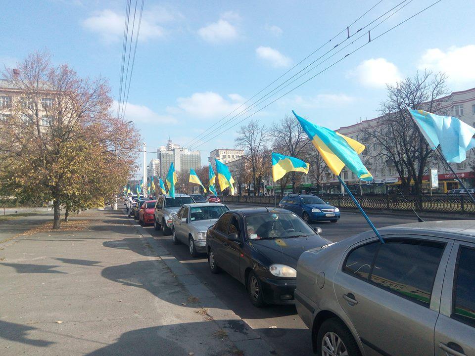 «Правый сектор» провел акцию протеста около русского посольства вКиеве
