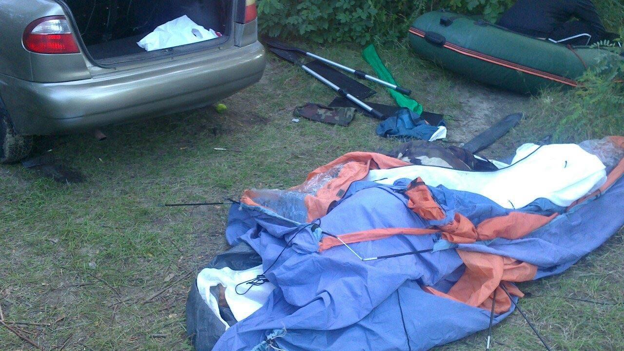 НаКиевщине автомобиль раздавил палатку стуристами